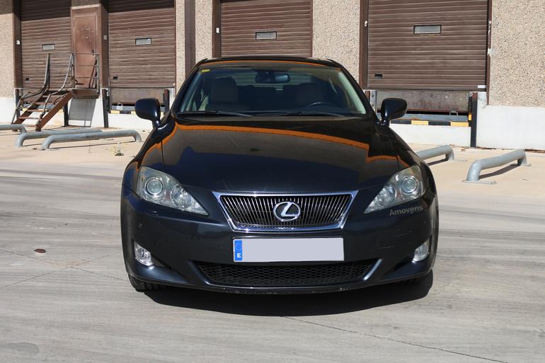 Alquiler barato de Lexus Is 220D Sport Multimedia con equipamiento Bluetooth cerca de 28400 Collado Villalba.