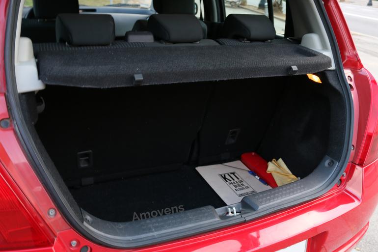 Alquiler barato de Suzuki Swift Gl 1.3 cerca de 08038 Barcelona.