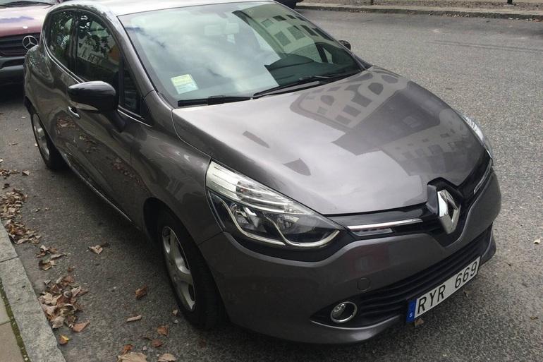 Billig biluthyrning av Renault Clio IV med Isofix i närheten av 169 74 Solna.