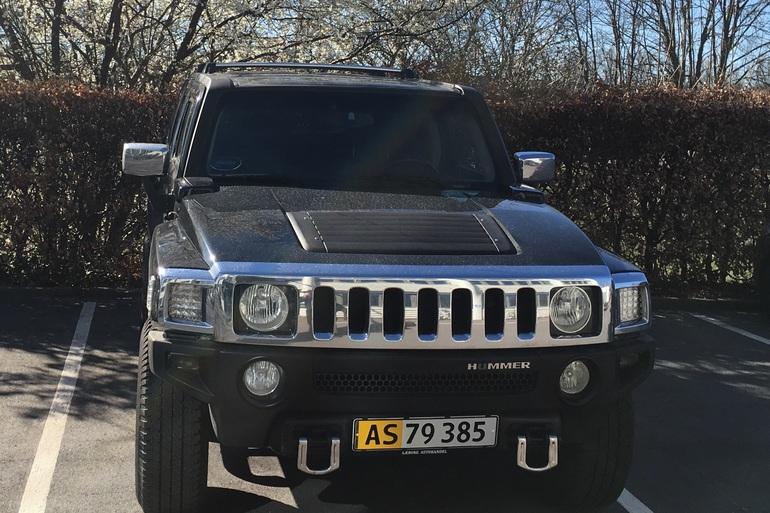 Billig billeje af Hummer H3 med Bluetooth nær 3460 Birkerød.