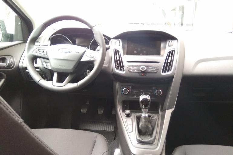 Alquiler barato de Ford Focus 1.5 Tdci 120 Trend+ con equipamiento Cadenas de nieve cerca de 28012 Madrid.