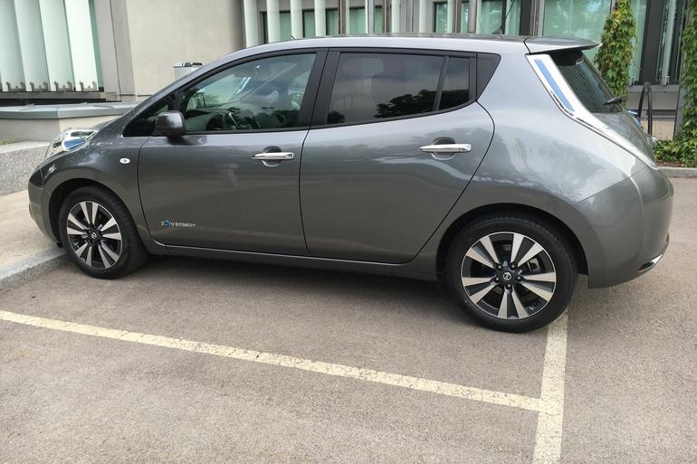 Billig leie av Nissan Leaf 30 kWh Tekna med GPS nærheten av 0276 Oslo.