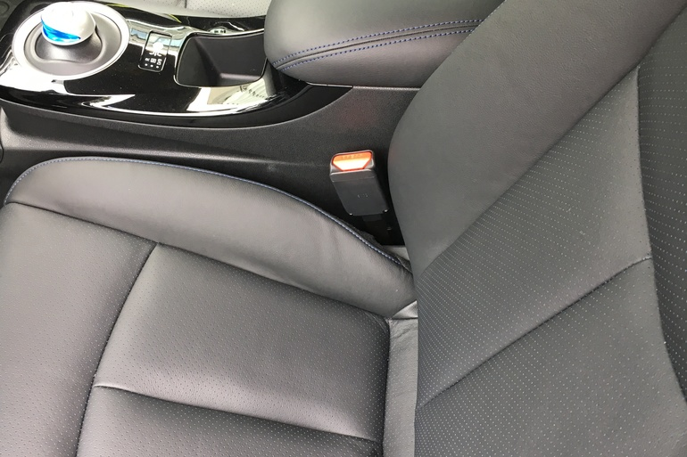 Billig leie av Nissan Leaf 30 kWh Tekna med AUX/MP3-inngang nærheten av 0276 Oslo.