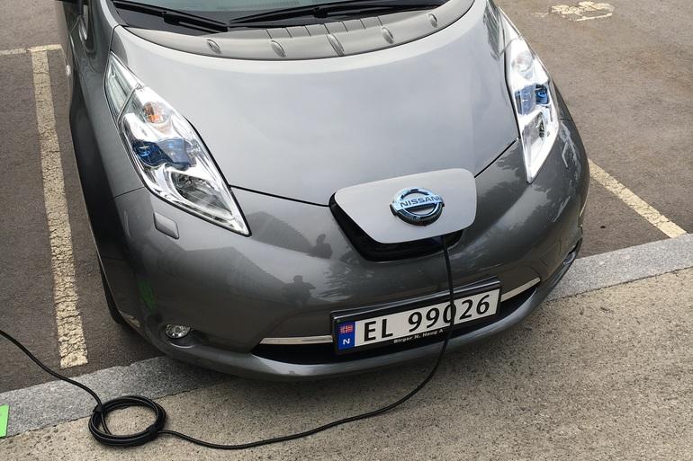 Billig leie av Nissan Leaf 30 kWh Tekna med Bluetooth nærheten av 0276 Oslo.