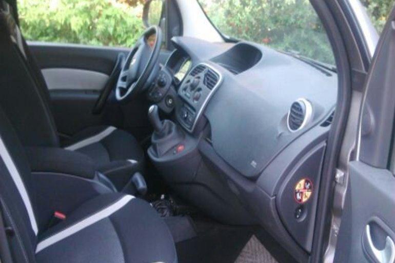 Location économique de voiture de Renault Kangoo avec GPS proche de 34080 Montpellier.