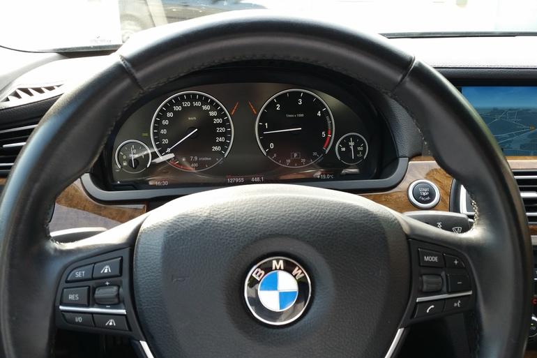 Billig billeje af BMW 730D F01 med CD afspiller nær 5230 Odense.