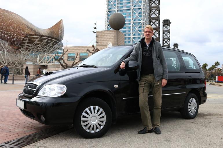 Alquiler barato de Kia Carnival 2.9 Crdi Vgt Ex con equipamiento Fijaciones Isofix cerca de 08016 Barcelona.